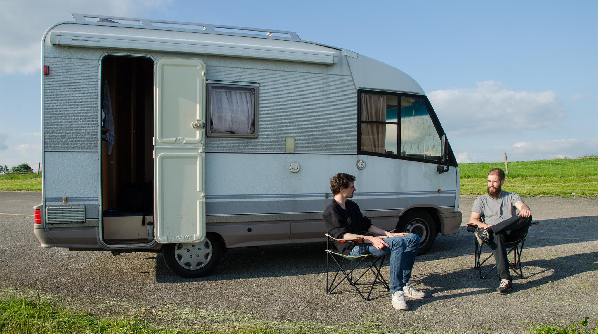 Kleiner Kühlschrank Wohnmobil : Der mann der in einem wohnmobil wohnt: unterwegs mit felix