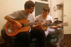Gitarre spielen und jammen